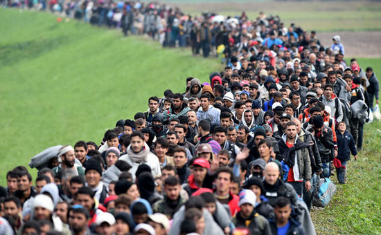 Islamic youth bulge go to Europa on foot